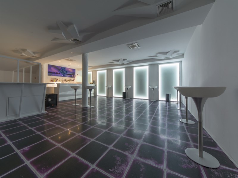 cafe bar and night club ice 3